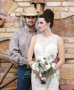 Refined rustic bridal bouquet by Visual Impact Design | Emik Nikora Wedding Photographers