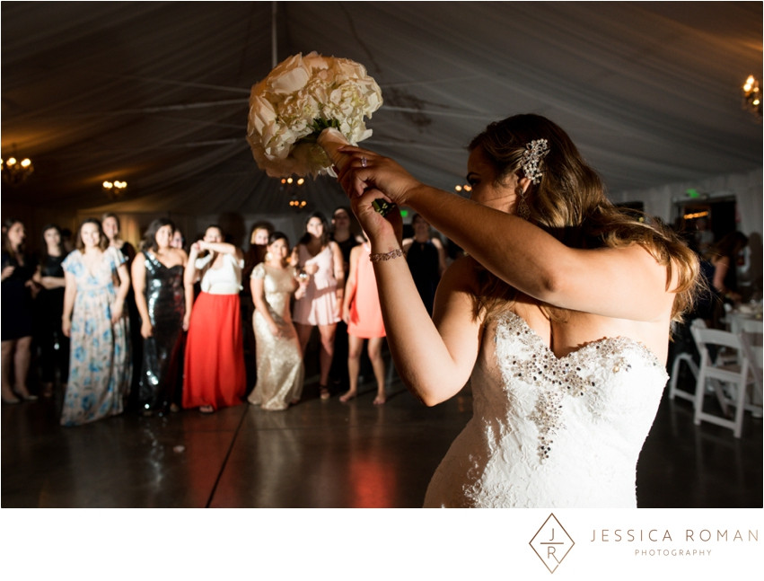 All the single ladies! | Bouquet toss | Bouquet by Visual Impact Design | Jessica Roman Photography