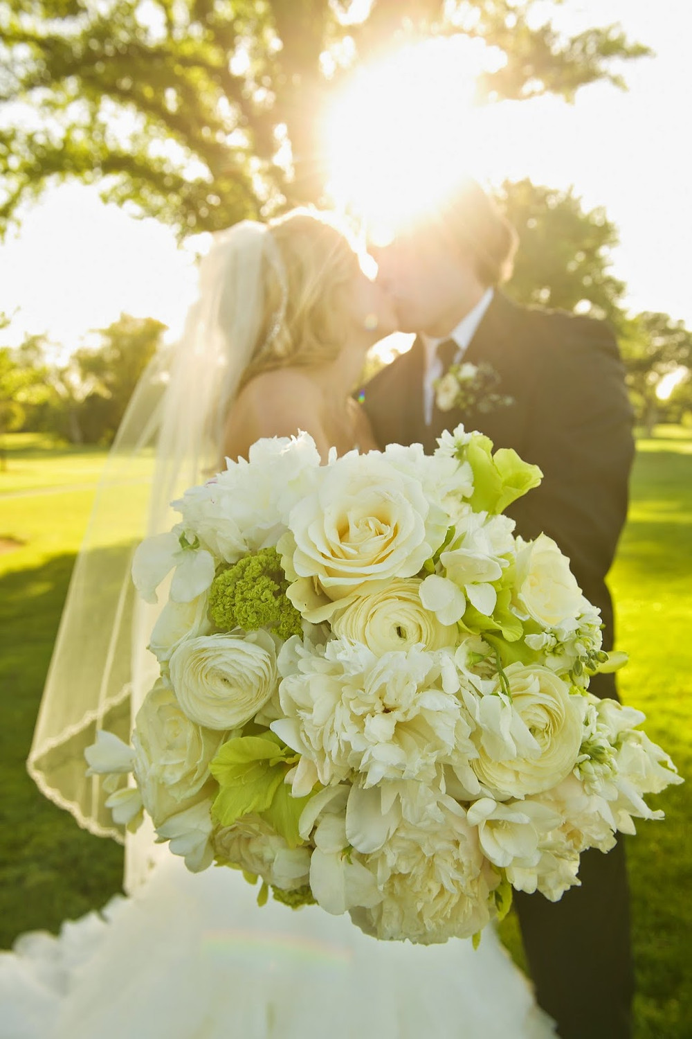 white bridal bouquet wedding flowers by Visual Impact Design  | Del Paso Country Club | Photo by True Love Photo