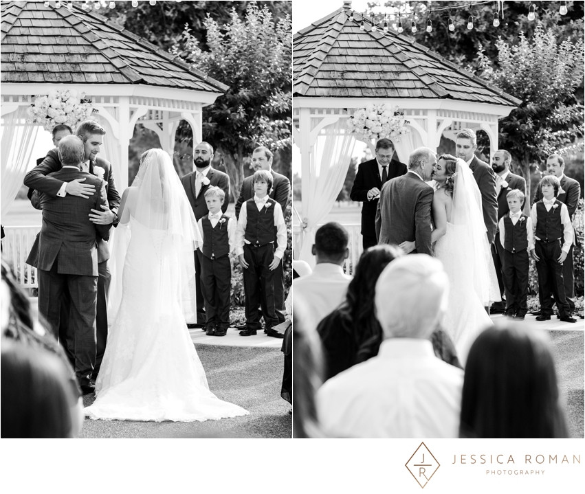 Outdoor ceremony at the Pavillion at Haggin Oaks | Floral design by Visual Impact Design | Jessica Roman Photography