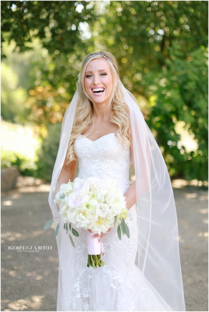Romantic bridal bouquet by Visual Impact Design | Kori & Jared Photography