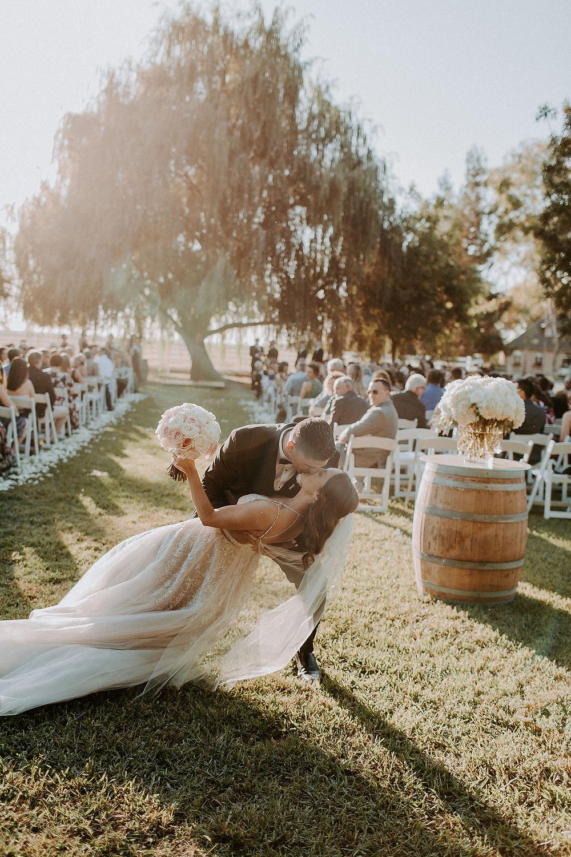 The bride & groom kiss! Rachelle Davis Photography | Visual Impact Design florals