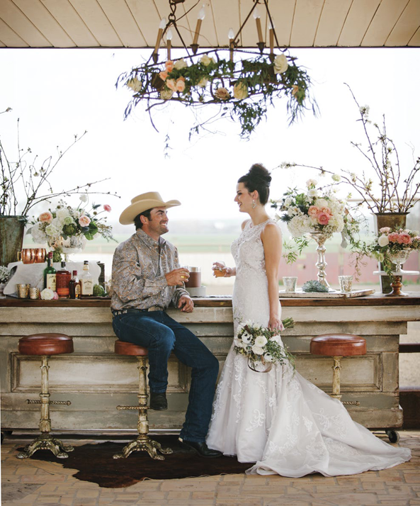 Elegant Western Country Wedding Bar | Floral design by Visual Impact Design | Emik Nikora Wedding Photographers