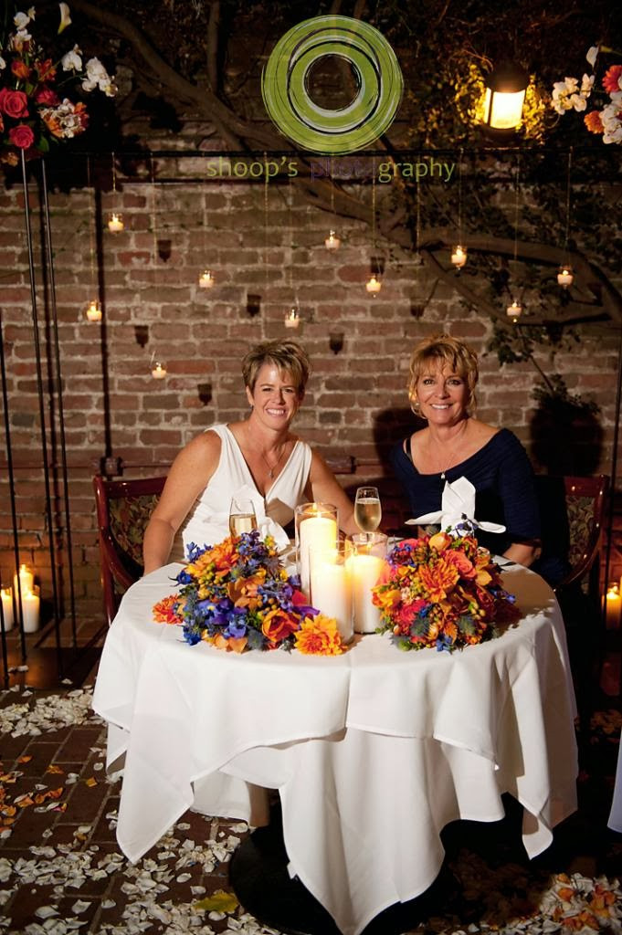Centerpiece, bouquets, petals and floral displays by Visual Impact Design | Shoop's Photography