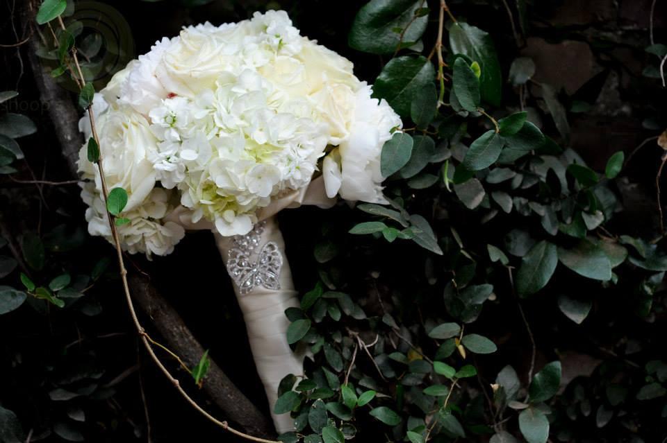 Soft romantic bridal bouquet by Visual Impact Design | Shoop's Photography