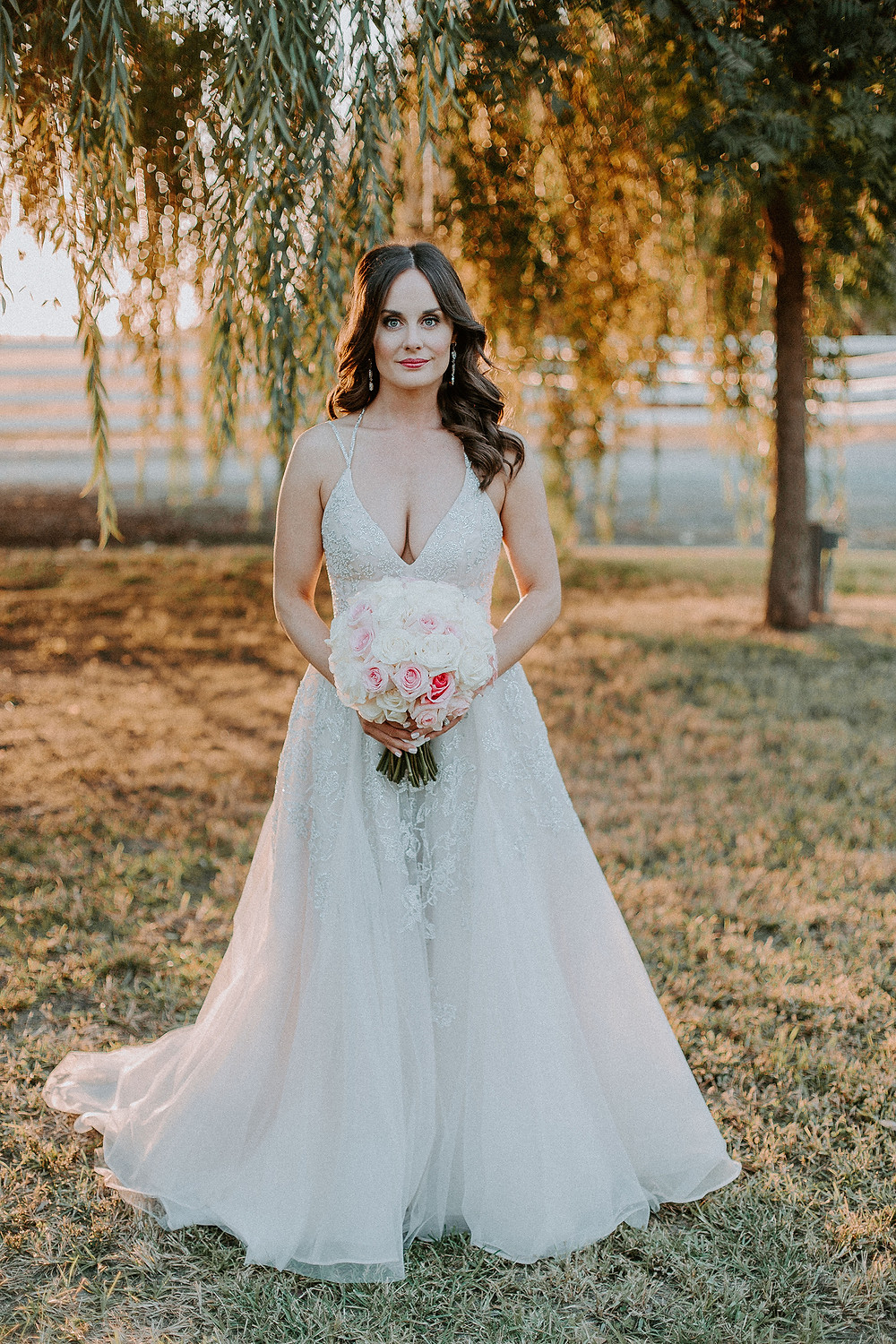 Beautiful bride with her bouquet by Visual Impact Design | Rachelle Davis Photography