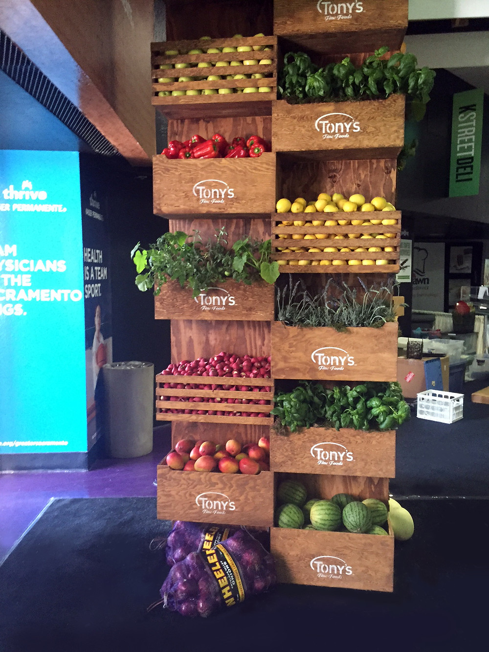 th!nk Fresh Food Show 2016 - column of crates with plants and produce