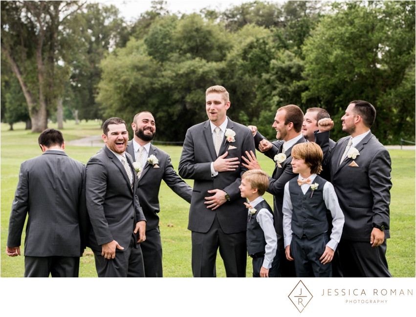 Groom & groomsmens' boutonnieres by Visual Impact Design | Jessica Roman Photography