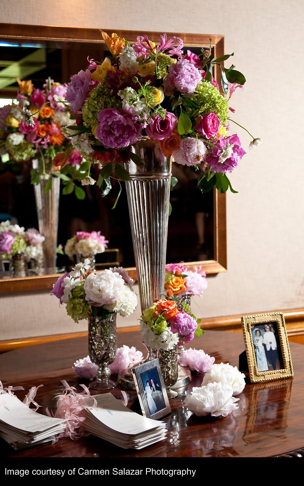 Reception floral displays and centerpieces by Visual Impact Design | Carmen Salazar Photography