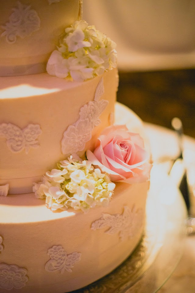 Cake flowers by Visual Impact Design. Photography by Sweet Poppy Studios.