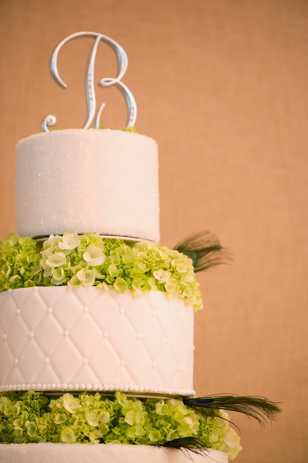 Wedding cake flowers by Visual Impact Design | Del Paso Country Club | Photo by True Love Photo
