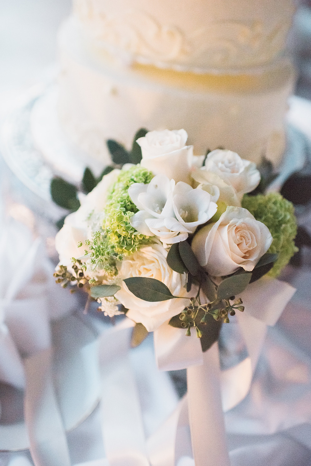 Flowers and wedding cake Grand Island Mansion reception | Visual Impact Design wedding flowers | Custock Photography