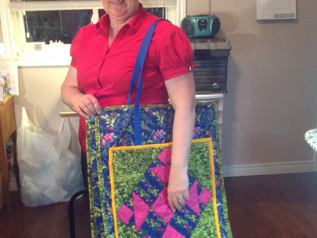Happy quilters with new quilted bag!