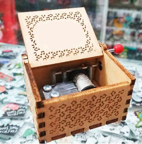 caja-de-musica-de-madera-personalizada.j