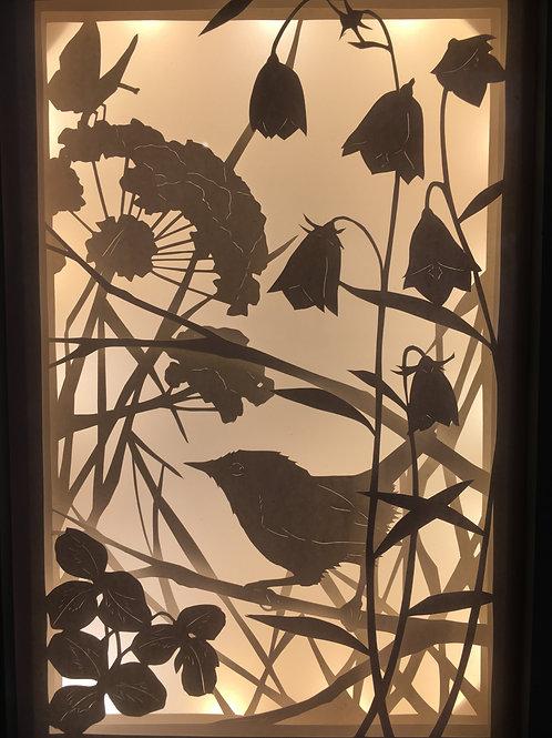 Boîte lumineuse : troglodyte  et fleurs