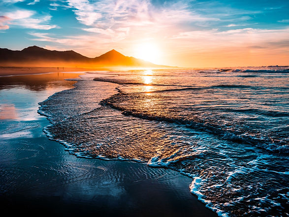 Amazing%20beach%20sunset%20with%20endless%20horizon%20and%20lonely%20figures%20in%20the%20distance%2