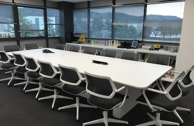 1 entreprise table reunion solid surface