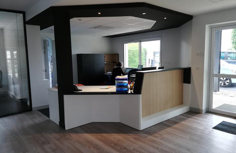 Mobilier Bois Design_Banque d'accueil Entreprise_3