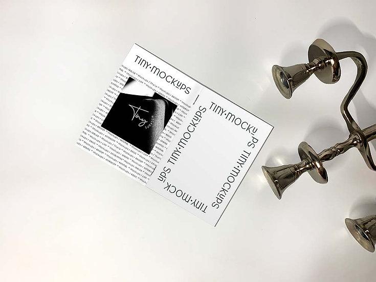 Mockup Brochure et chandelier en argent