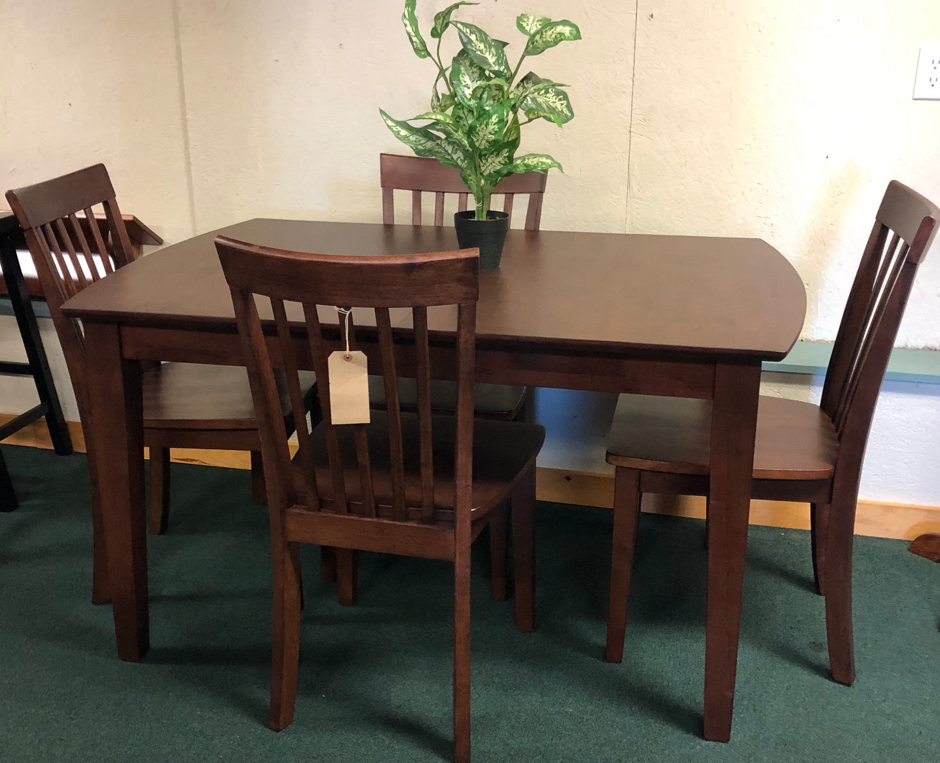 Solid Hardwood Butterfly Leaf Table with 6 Chairs