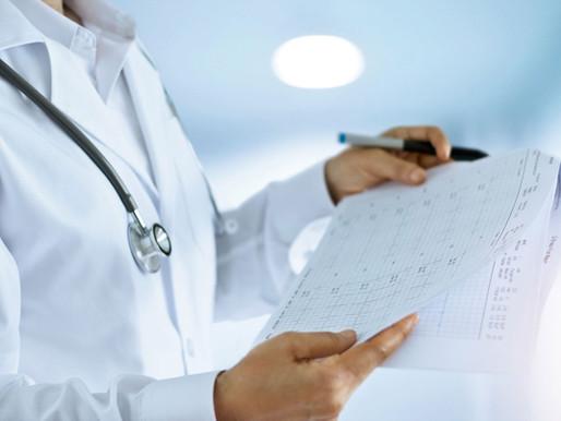 A importância da interpretação laboratorial por um médico.