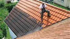 Nettoyage de toiture : Pourquoi faut-il entretenir sa toiture de façon régulière ?