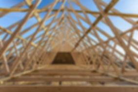 Travaux de charpente : Vous cherchez une entreprise de charpente bois en Ile-de-France - Nos charpentiers et charpentiers-couvreurs sont à votre disposition - Spécialiste charpente bois - rénovation de charpente bois - création de charpente bois