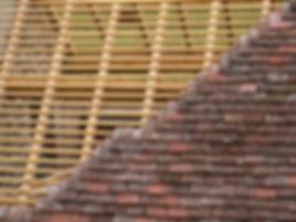 Travaux de charpente-couverture : Vous cherchez une entreprise de charpente et couverture en Ile-de-France - Nos charpentiers-couvreurs sont à votre disposition - Spécialiste de la couverture sur charpente bois - rénovation de charpente-couverture - création de charpente bois avec couverture