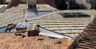 Pendant les travaux de restauration de l'ancienne toiture