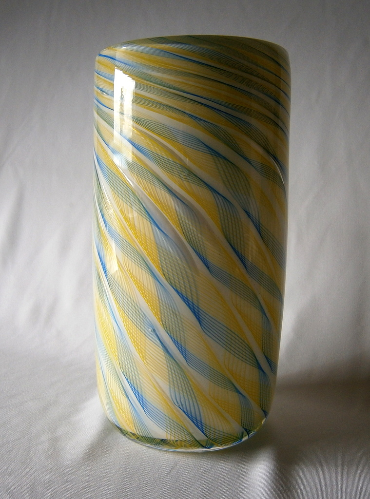 Straight sided vase (9123)
