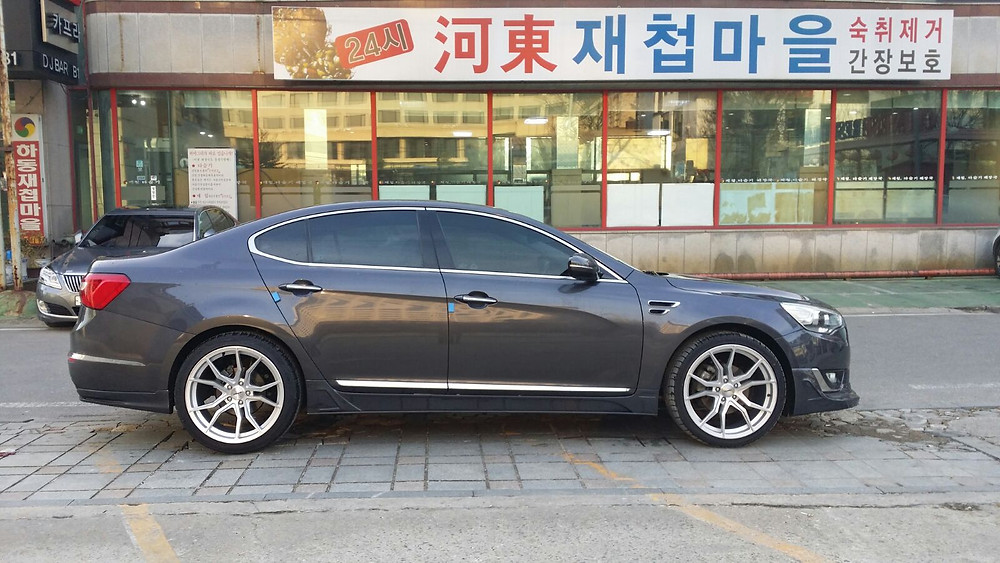 Kia K7. Angola. port. Korean used car exporter