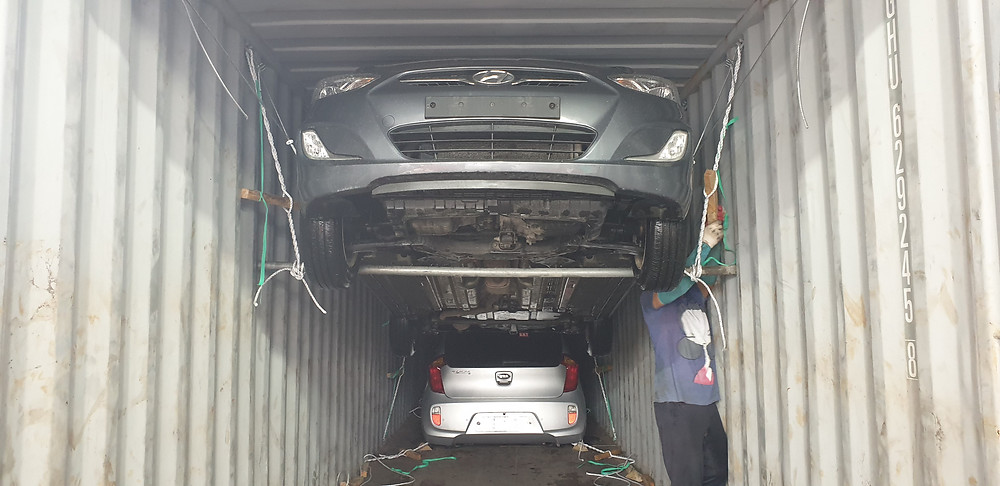 4 or 5 cars can be loaded into 40 feet container.