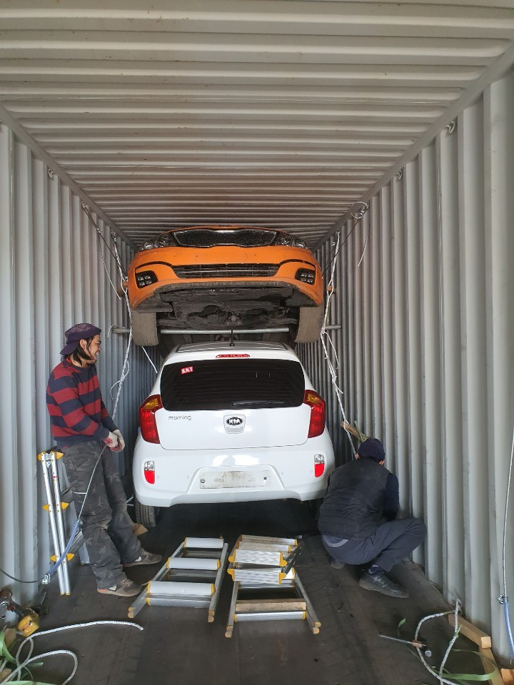 usally 4 units available to load in 40 HQ container
