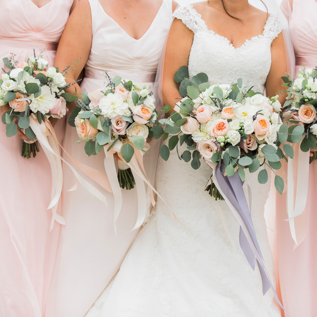 peach, blush and ivory bouquets with lav