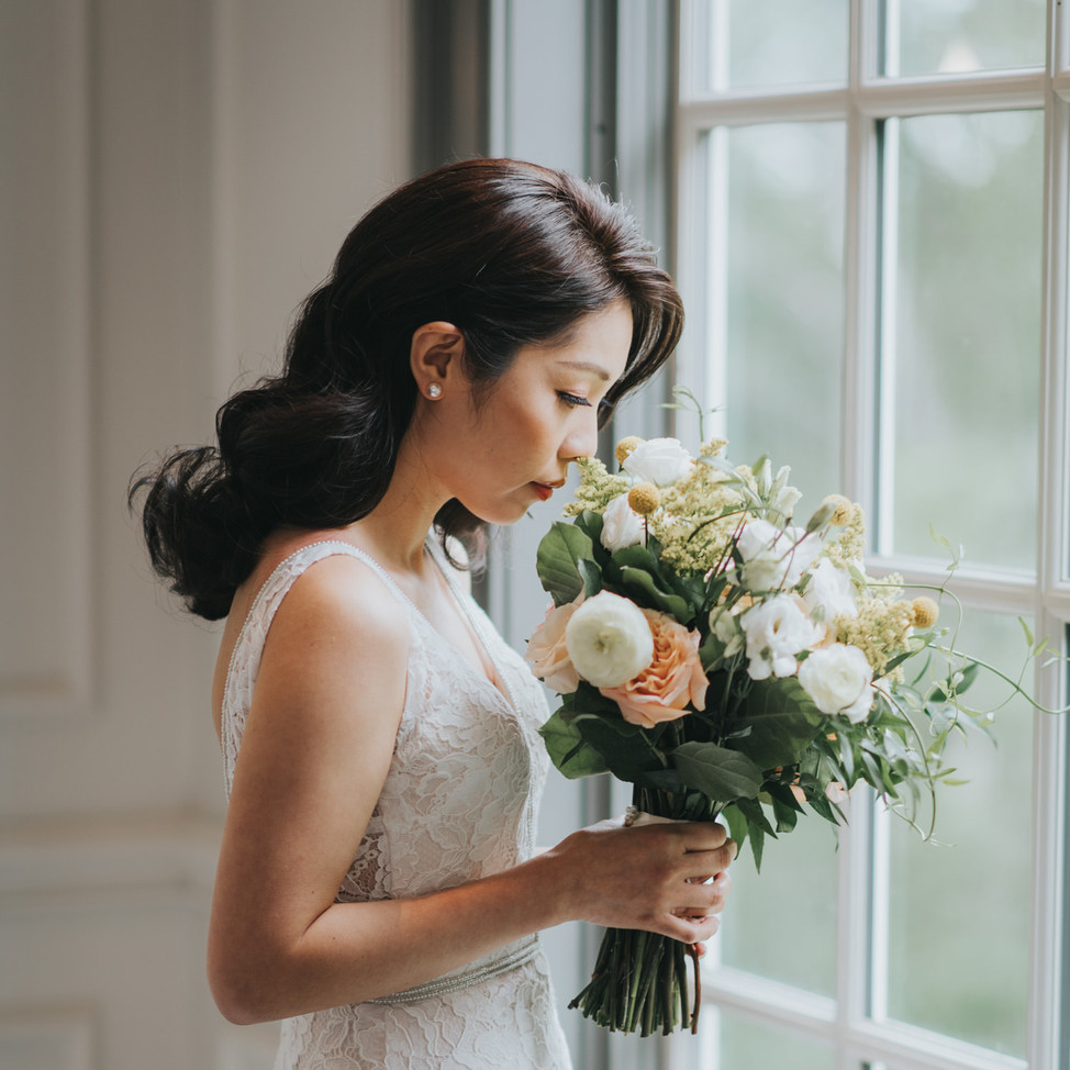 doctors-house-wedding-bride-florals.jpg
