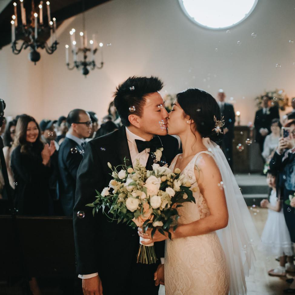 doctors-house-chapel-wedding-photo-kiss-