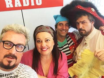 Entrevista en la radio por nuestro espectáculo de piratas en la isla de la rueda. Un show infantil