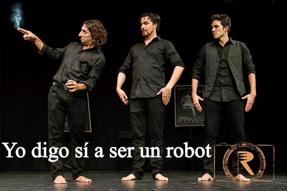 Mis compañeros y yo en una improvisación en la que hacemos de robots y uno se cortocircuita. No bloquear