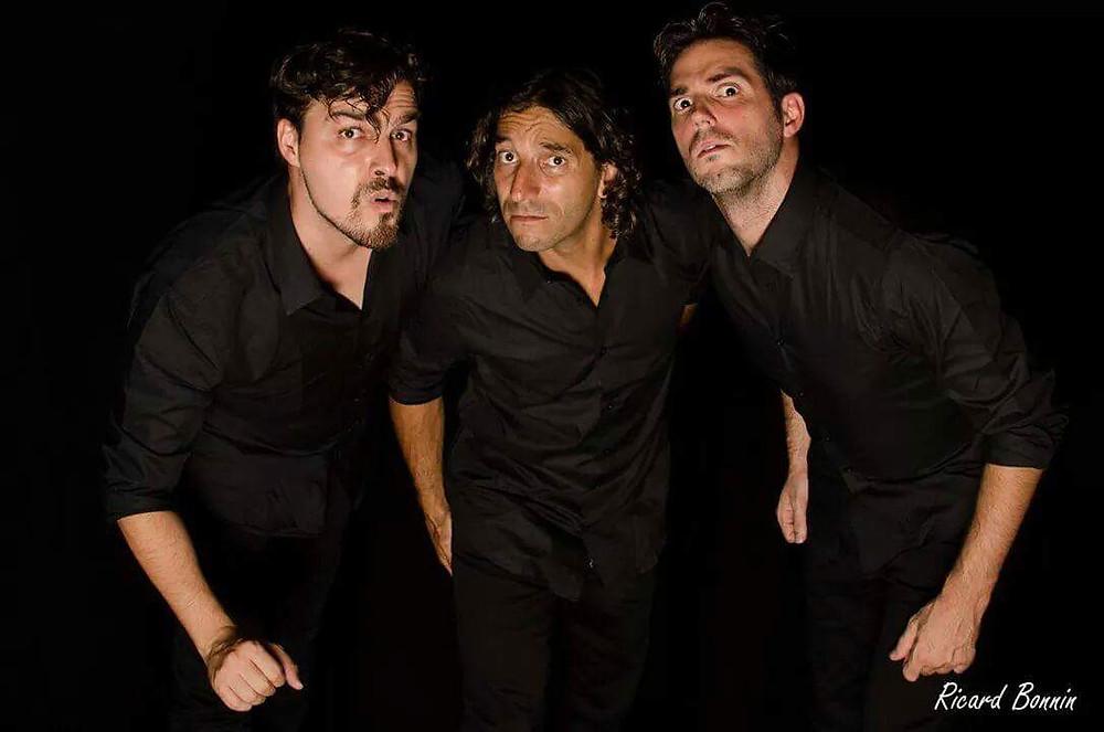 En esta imagen aparecen de izquierda a derecha. José García, Gabriel Marcomini y Kike Oliver componentes de la compañía de teatro e improvisación arte en rueda. No te dejes engañar por las apariencias, tienen un humor que cala en la sonrisa.