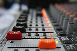 sound-table-3638995_1920.jpg