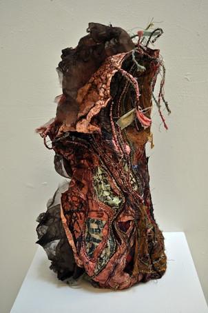 Vase crée à partir de Tyvek, de soie, d'organza, de broderie et d'images imprimées  Vase created using Tyvek, silk, organza, embroidery and printed images