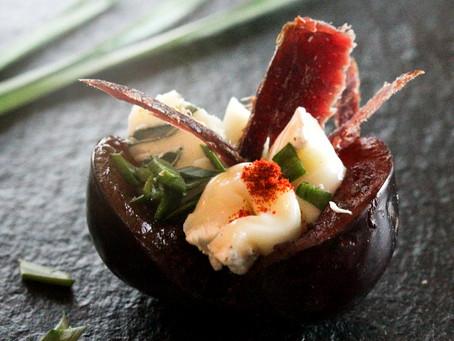 Portweinpflaumen mit Rehschinken
