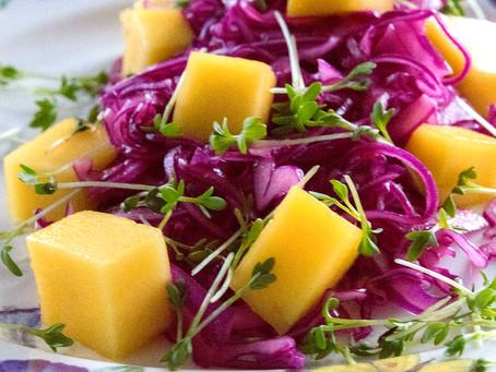 Rotkohl-Mango-Salat