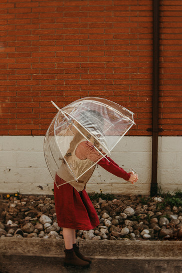 Hollie Jeakins Photography_Cinematic_Nostalgic_Vintage_girl.jpg