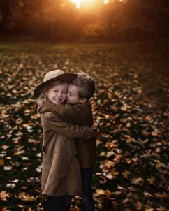 Siblings_Fall_Photos_Hamilton.jpg