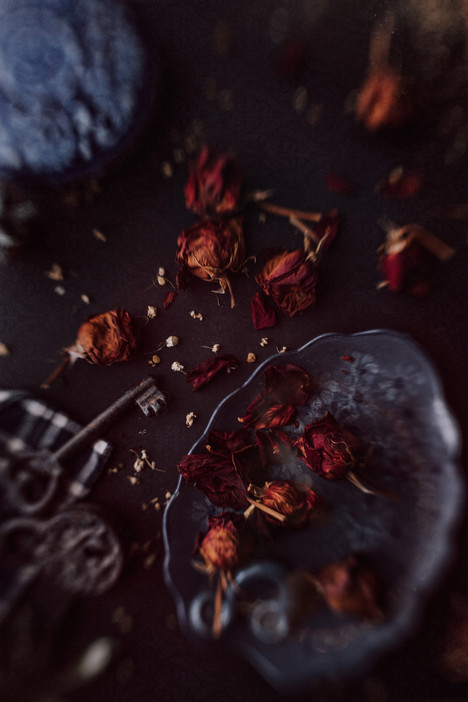 Blue-Roses-Flat-Lay-V-WEB.jpg