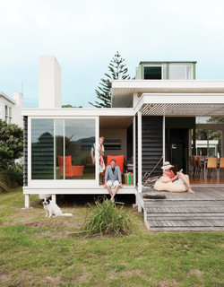modern-beach-house-porch-in-new-zealand.
