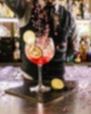 Barman Nalévání koktejl