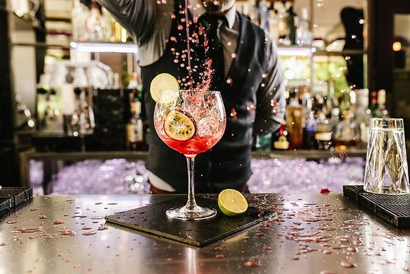 Barman Verser Cocktail