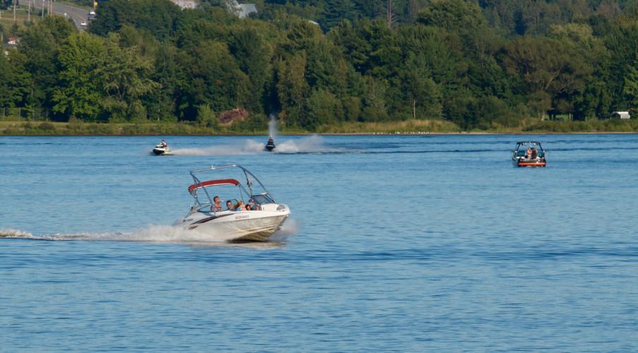 Activités nautiques sur le lac